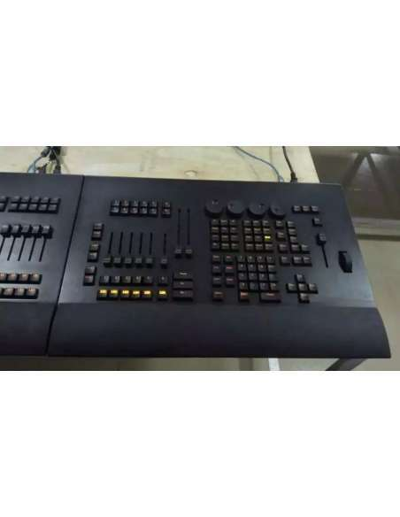 Consola-superficie control MA 2 OnPC similar a Command Wing